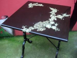 table-dentelle_1681-300x225
